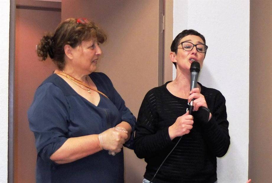 La présidente Rose-Marie Dalmas et sa fille Magalie de l'association « Un autre regard  ».