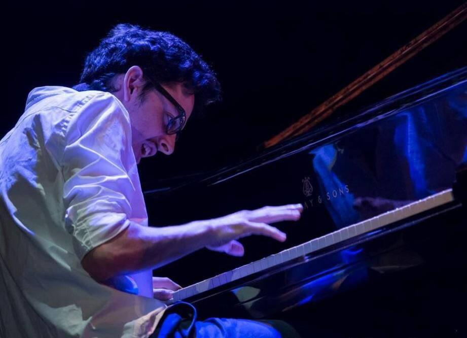Adrien Brandeis qui a vécu à Cagnes-sur-Mer pendant plus de douze ans, a convaincu le jury du Letter One Rising Stars Jazz Award par « sa musicalité exceptionnelle et son approche innovante ».(DR)