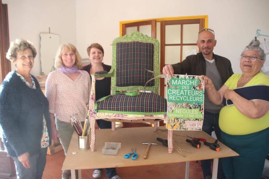 Les organisateurs de ce premier marché des créateurs recycleurs dans les locaux de l'association « La Fabrik Néulos ».