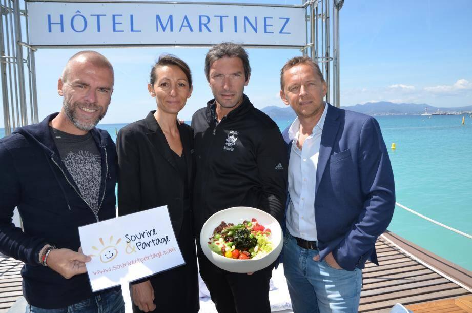 Franck Sémonin présente le nouveau plat solidaire et éco-responsable de l'hôtel Martinez aux côtés de Florence Gardrat et des deux co-présidents de Sourire & Partage Grégory Berben et Frédéric Gallet.