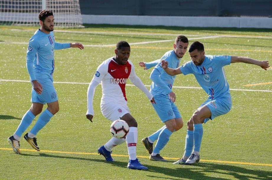 Relancée par son succès à Monaco (2-4), l'étoile FC doit confirmer aujourd'hui et continuer à y croire.