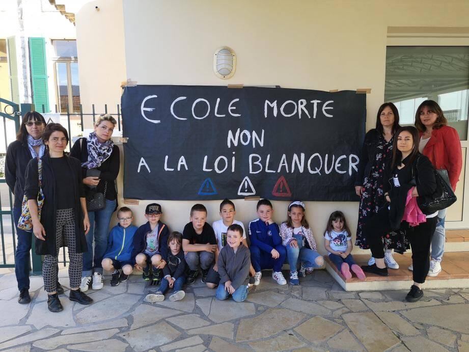 Les parents d'élèves ont décidé de ne pas envoyer leurs enfants à l'école, pour protester contre la loi Blanquer.