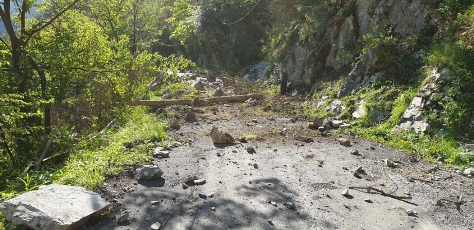 La route de la Maglia est impactée sur une centaine de mètres. L'alimentation en eau a été rétablie hier vers 13 h.