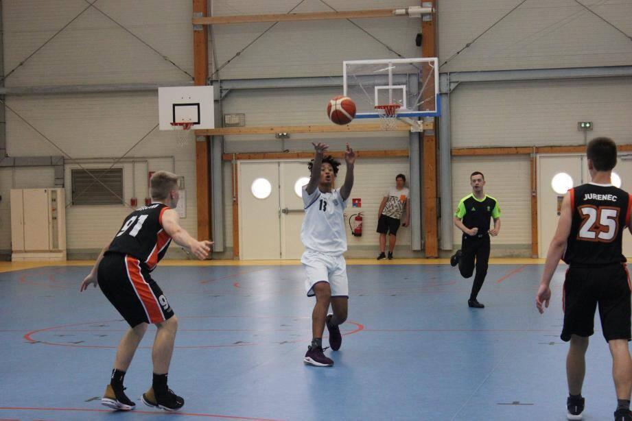 Les basketteurs sont venus d'Allemagne (Nuremberg), de Suède (Lomma), de Russie (Saint-Petersbourg), de Slovénie (Ljubljana), d'Israël (Eilat), du Danemark (Copenhague) ou encore de Belgrade (Serbie) pour participer au tournoi.
