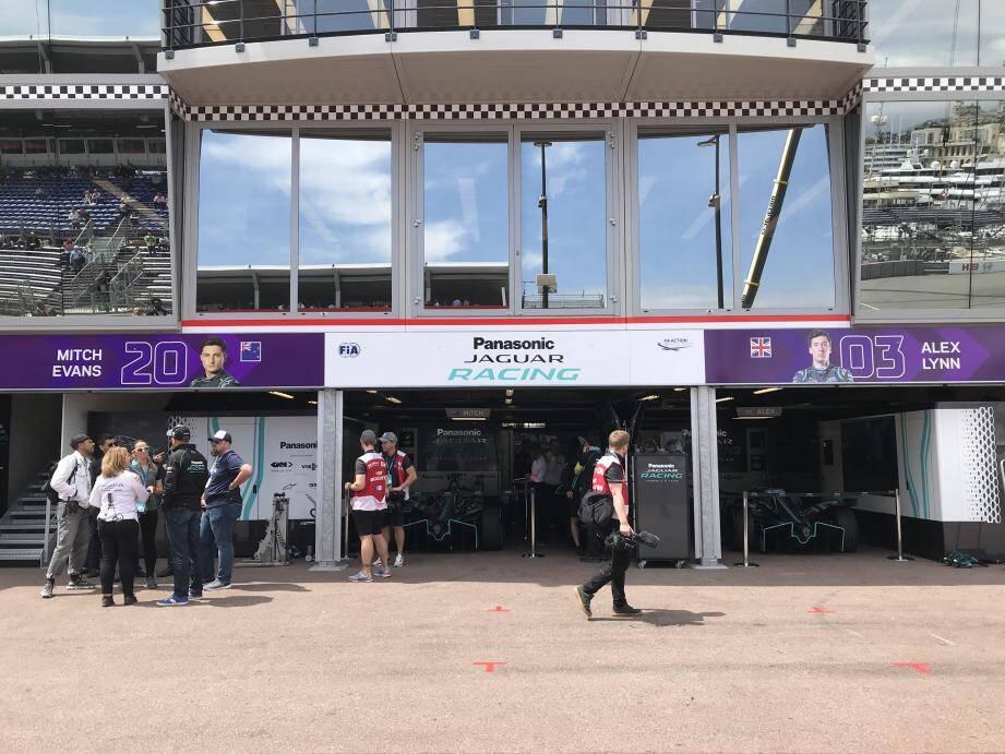 Jaguar nous a ouvert son stand a l'occasion de la séance d'essais qualificatifs du 3e Monaco ePrix.