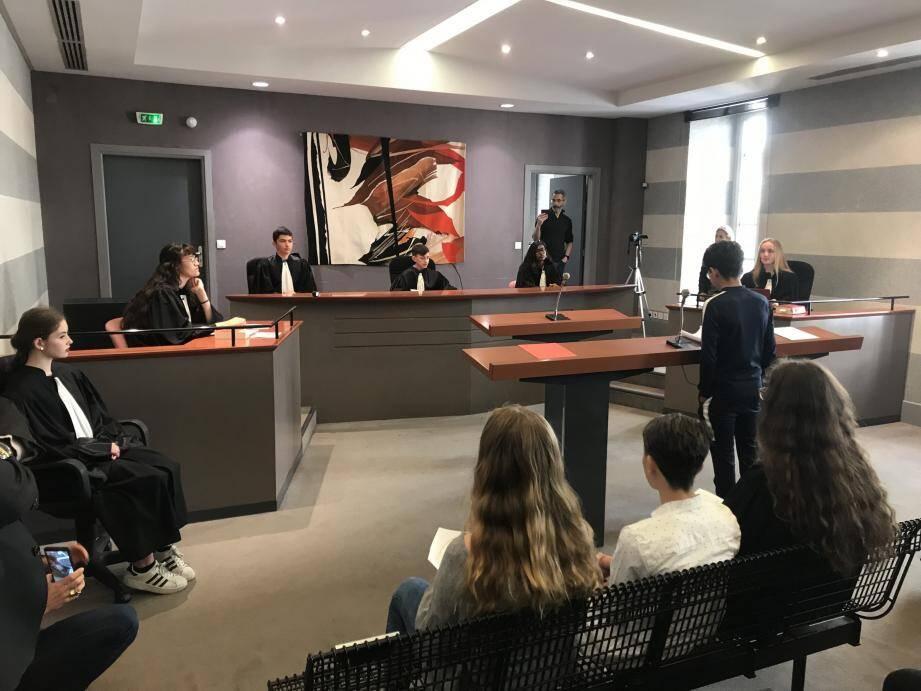 Prévenus, magistrats, victimes, greffiers, public : tous les rôles dans un procès correctionnel ont été tenus par des collégiens de Roland-Garros.