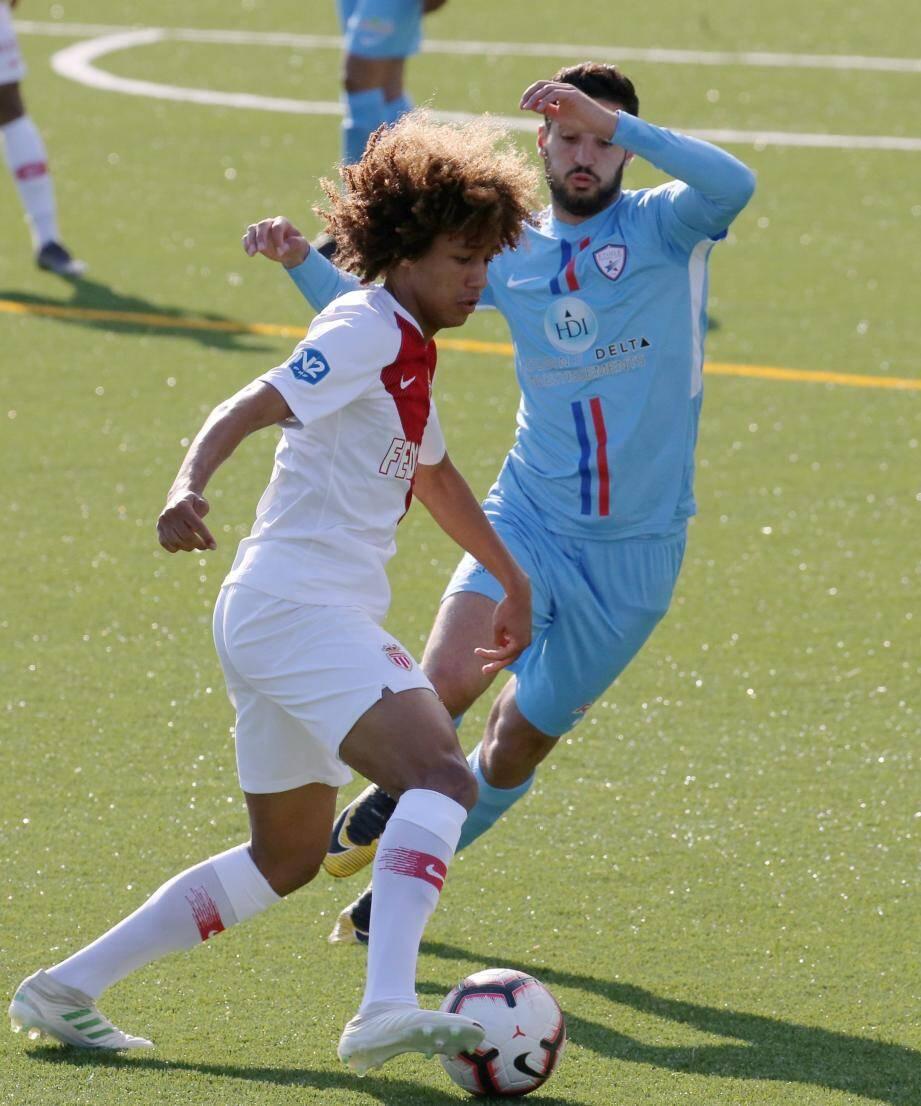 L'ASM II de Massengo (ici il y a huit jours contre Fréjus) a sombré à Marseille face à l'Athlético.
