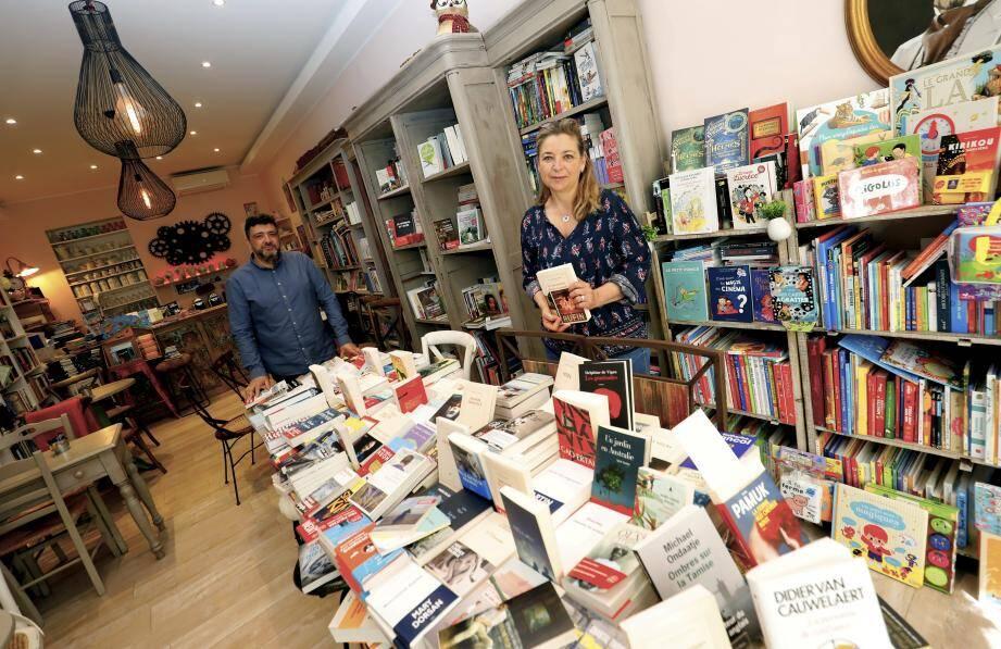 Florence Kammermann et son compagnon, Jean-Charles (à gauche) prépare le déménagement de la libraire qui va investir un local plus grand, rue Jean-Jaurès.