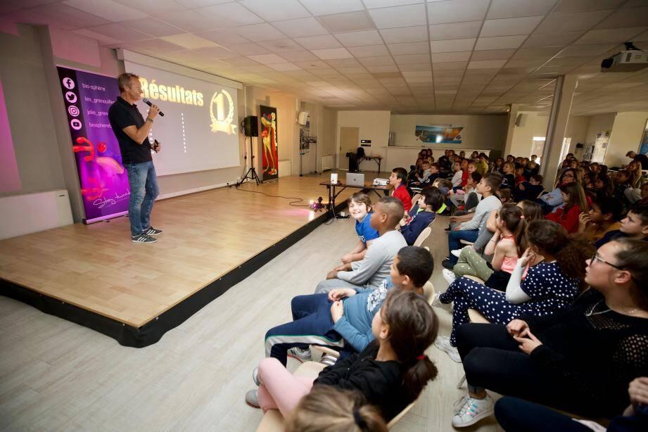 Cyril Duffer, conférencier pour l'association Biosphère est intervenu auprès des élèves.