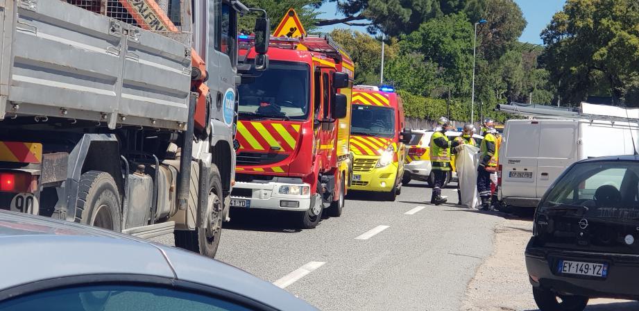 Hier, l'intervention des secours a nécessité des aménagements de la circulation, afin de prendre en charge le blessé.