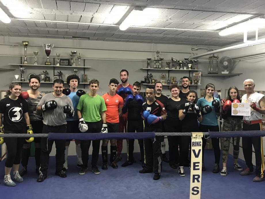 Le club de boxe française de Draguignan récompensé.