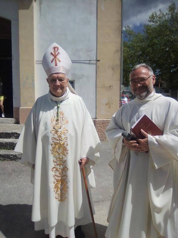 Le père Adam Wijata (à droite) et l'évêque émérite de Nice, Mgr Jean Bonfils.(DR)