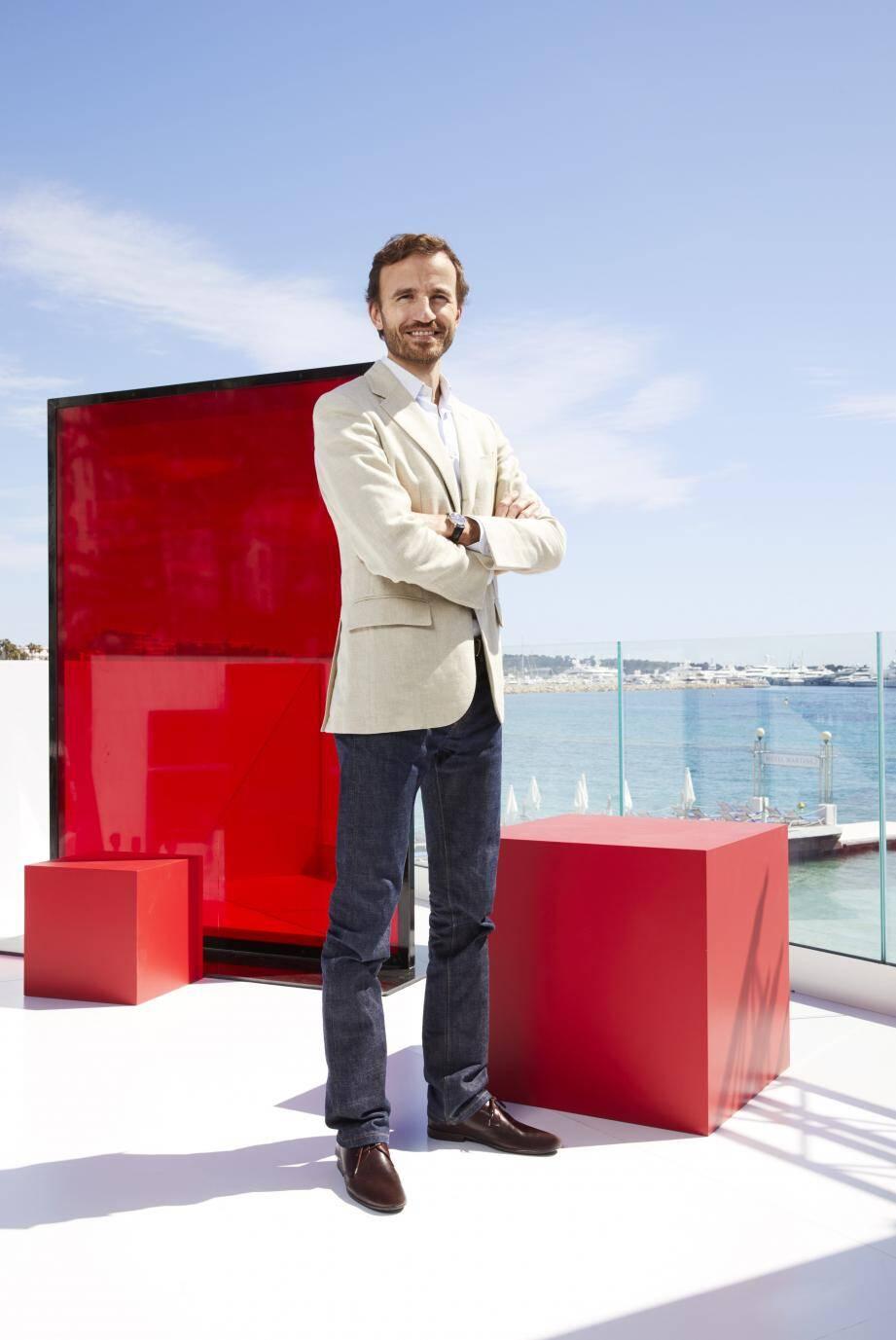 Selon le directeur général monde de L'Oréal Paris, « Depuis trois ans, L'Oréal Paris fait évoluer sa présence à Cannes avec des activations tournées vers davantage d'engagement. Cette année, le Worth It Stairs est ouvert au public. »(D.R.)