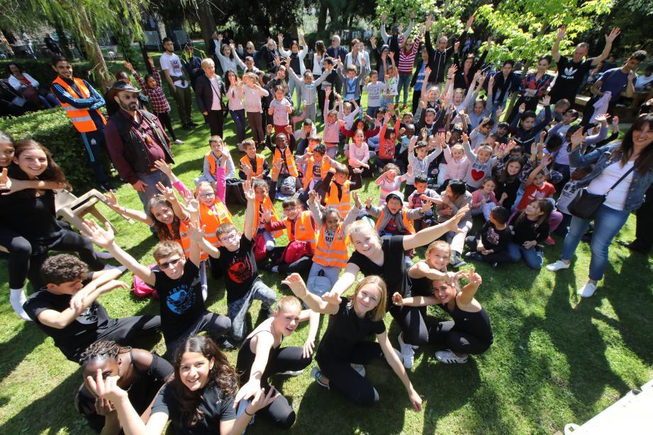 Près de trois cents enfants de différents quartiers ont fêté hier la journée internationale du Vivre ensemble.