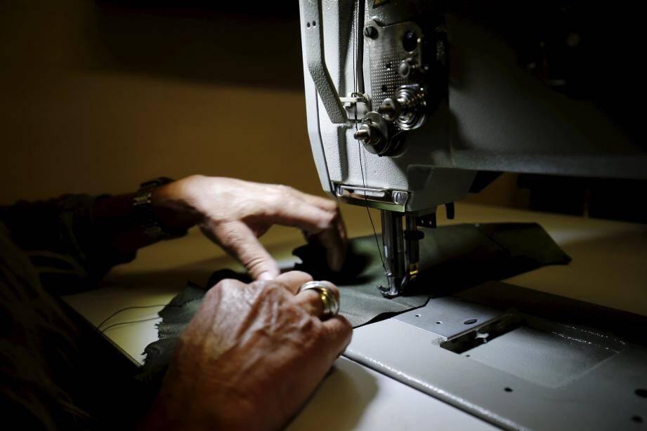 « Je voyais toutes les nanas avec les mêmes sacs. Pour moi, c'est un manque de personnalité, un manque d'affirmation de soi », explique Sylvie Belin, qui était avant tapissier-décoratrice. Avec sa marque Sylaw, elle prône une fabrication fait main.