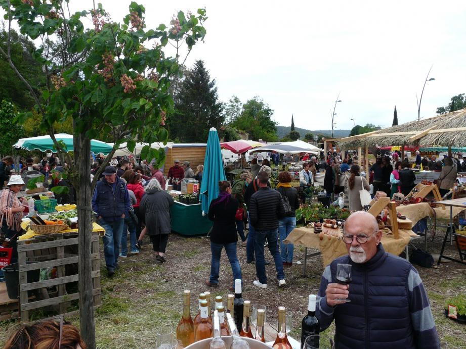 Affluence des grands jours pour la première du marché qui s'est tenue mercredi