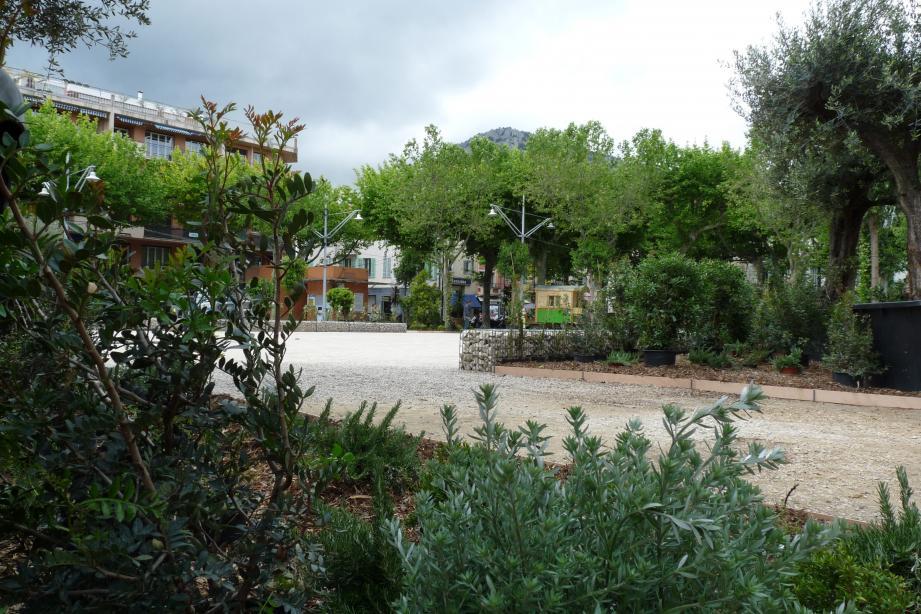 Ce nouveau jardin éphémère, très différent de celui aménagé l'an passé, préfigure la future place.