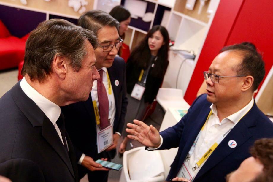 Le maire de Nice en discussion avec le boss de Huawei Europe, hier au salon Viva Tech de Paris.