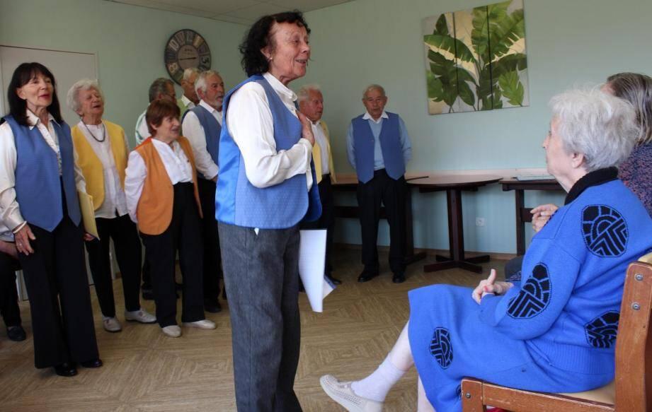 « Nous chantons des chants traditionnels pour qu'ils ne soient jamais oubliés », explique Olga Crosasso, chef de chœur.