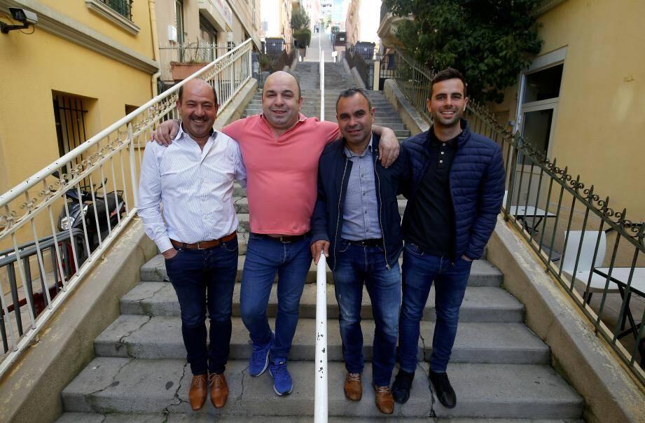 De gauche à droite : Antonio Ribeiro, Filipe Fernandes, Jorge Gomez et David, quatre amis portugais de Beausoleil fans de l'AS Monaco.