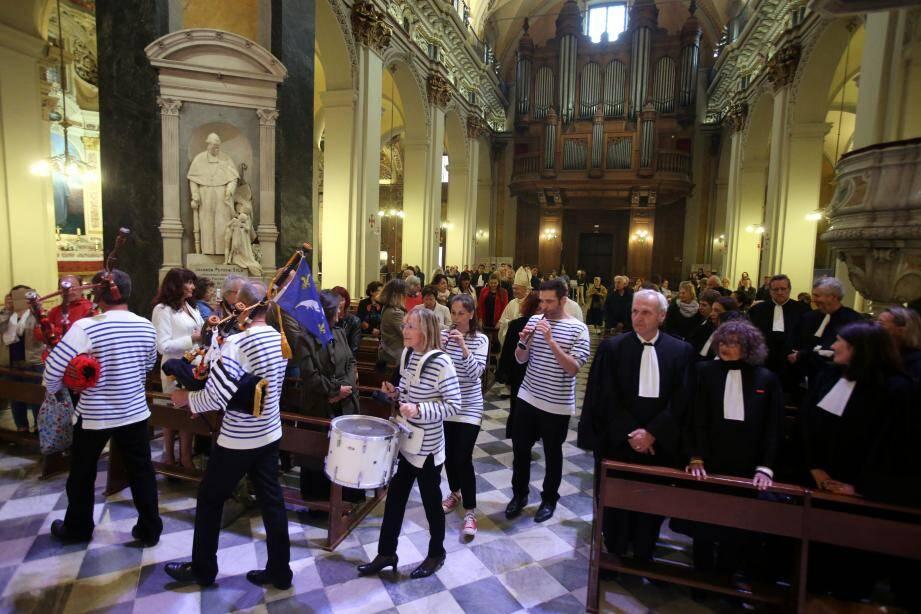 Avocats et magistrats ont rendu hommage à saint Yves, patron des gens de loi et de la Bretagne.