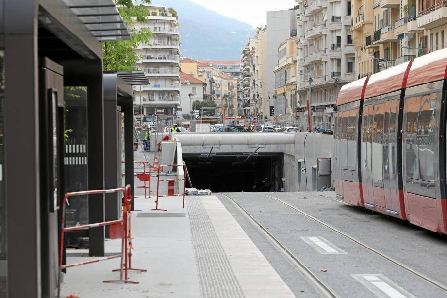 L'entrée du tunnel, côté Ouest, sur la rue de France, au niveau du boulevard Grosso.