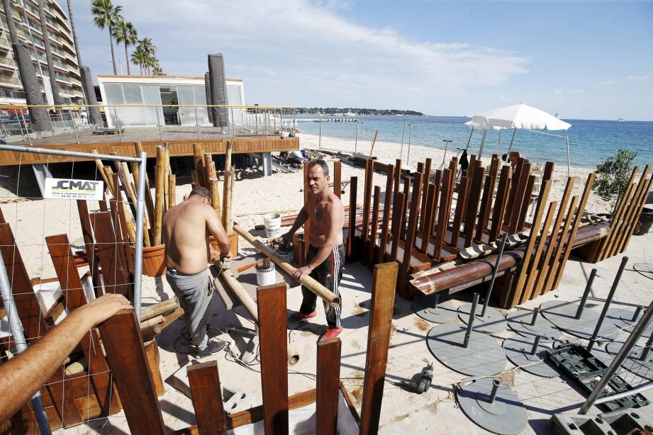 Dernière ligne droite pour les restaurants de la plage Courbet avant l'ouverture fin mai ou début juin.