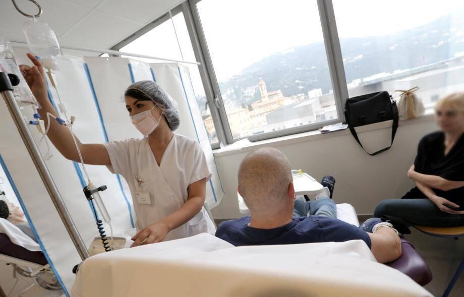« Le cancer étant lié à l'âge, et l'espérance de vie augmentant, c'est à un véritable tsunami que nous faisons face », alerte le Dr Boulahssass, représentante France de la Société internationale d'onco-gériatrie (SIOG).