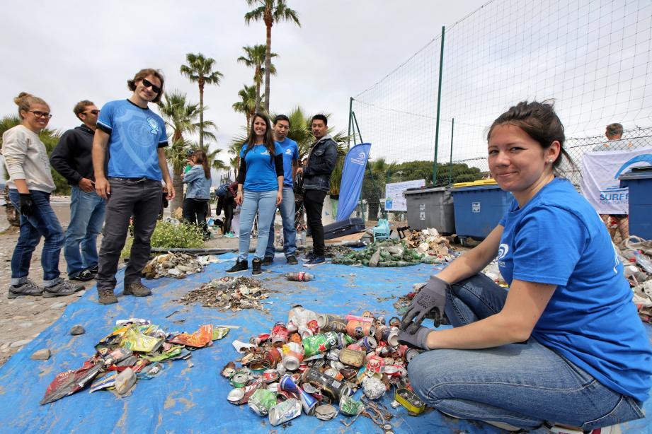Les jeunes participants n'ont pas ménagé leurs efforts, hier matin, pour nettoyer les plages de la commune. Le résultat trié de leur récolte parle de lui-même.