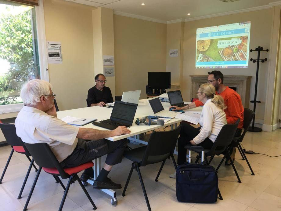 Atelier d'aide à la télédéclaration à la maison des seniors de Cimiez, la semaine dernière.