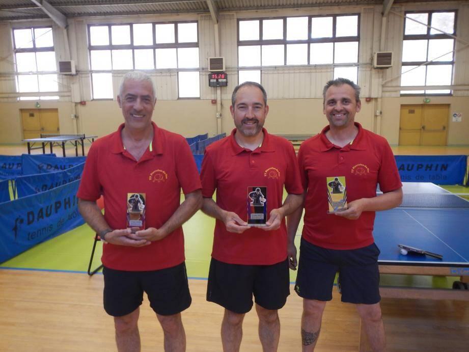 Philippe Abril, Arnaud Troubady et Simon Rigaux de retour à Pierrefeu avec leurs trophées.