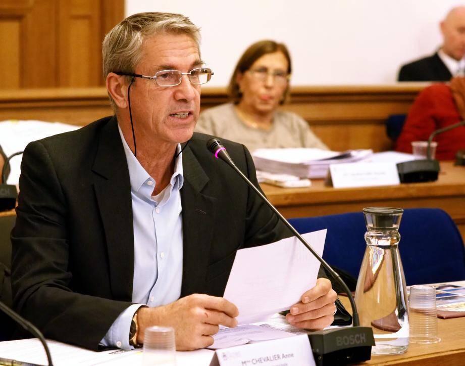 Si Tanguy Cornec, élu RBM, a défendu le refuge Jean-Duflos, Cécile Dumas, élue FDG, s'est inquiétée du sort des Biotois face au maire Jean Leonetti.