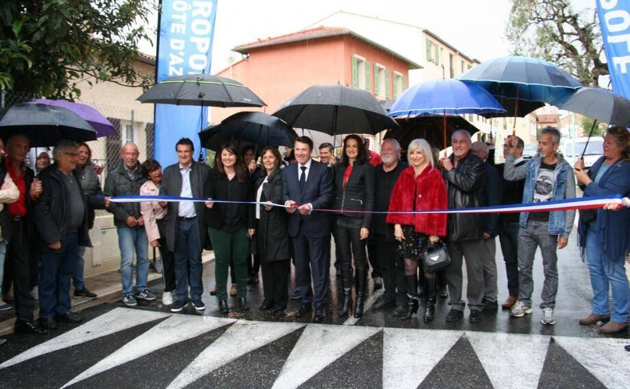 Lors de l'inauguration de la rue Etienne-Curti, Christian Estrosi a évoqué « l'importance (de ces) travaux (qui répondent) aux exigences de qualité et d'usage d'un des principaux axes du village  ».