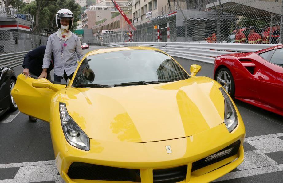Un tour de piste dans ce bolide jaune aux côtés de Michel Gasparini.