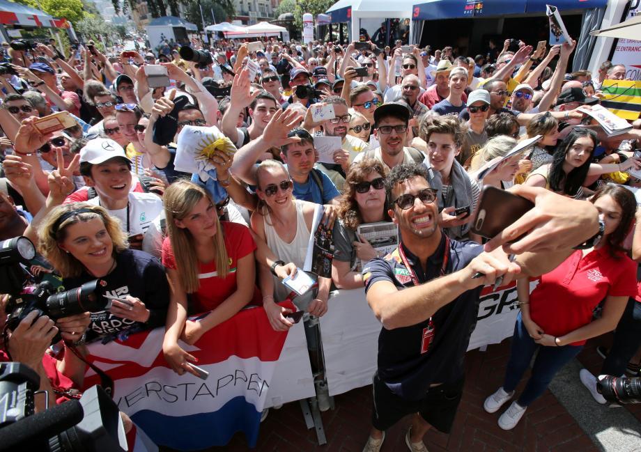Le selfie géant de Ricciardo, l'an dernier au MGP Live, avant son couronnement.