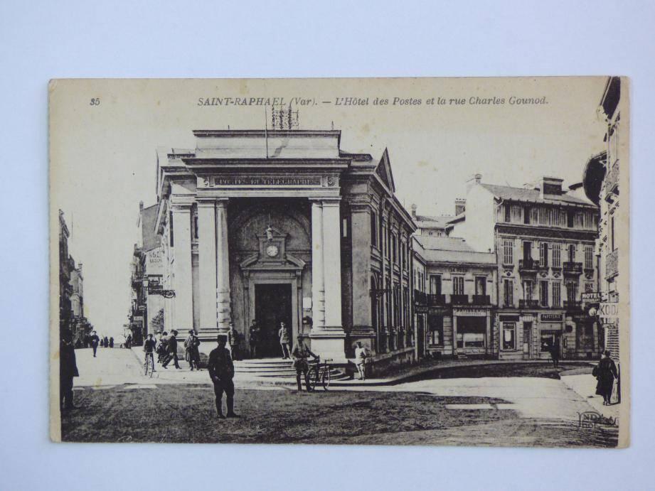L'ancienne poste, située sur l'actuelle place Coullet.