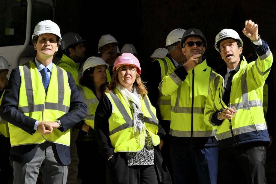 Marie-Pierre Gramaglia et les responsables des opérateurs FPMC/ENGECO, lors de la visite du chantier de l'opération « Entrée de ville » au boulevard du Jardin Exotique.