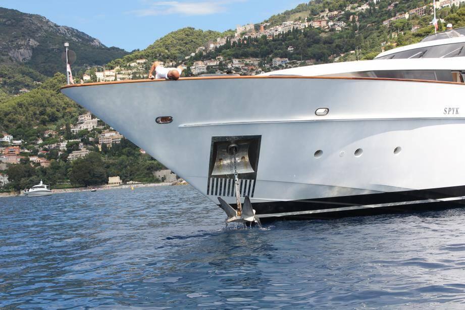 Le contrôle s'est concentré dans la baie de Cabbé, où bon nombre de yachts venus pour le Grand Prix mouillaient.