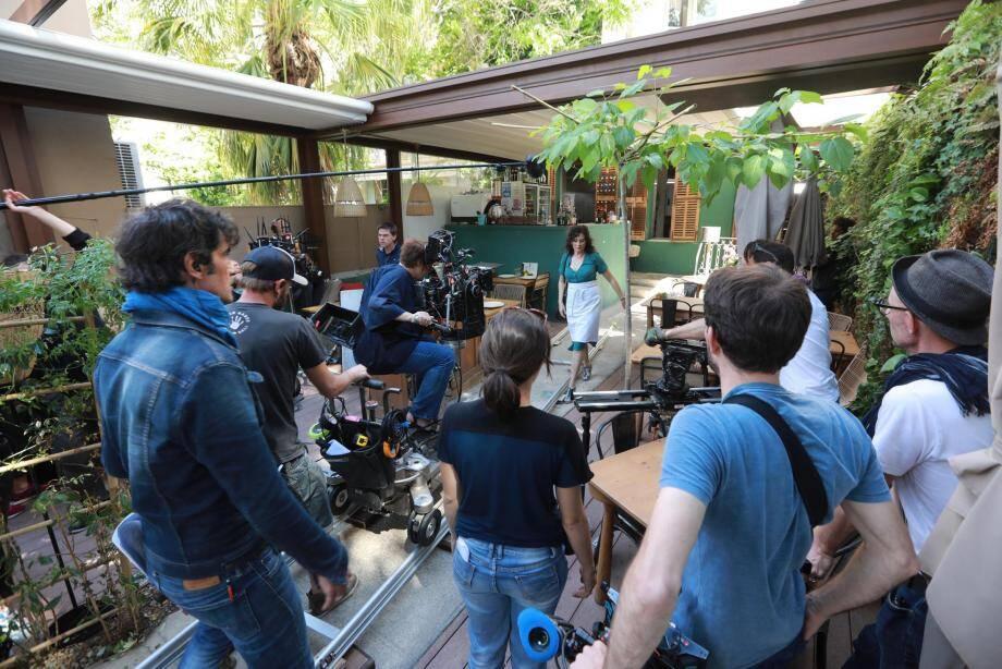Ce lundi, une scène de la série était tournée au restaurant Le Jardin, en centre-ville. L'équipe de tournage sera pour le restant de la semaine à Giens.