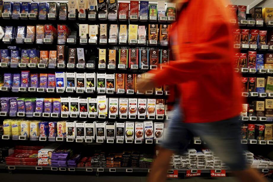 Les deux voleurs ont dévalisé le rayon chocolat d'un supermarché de l'avenue des Spélugues.