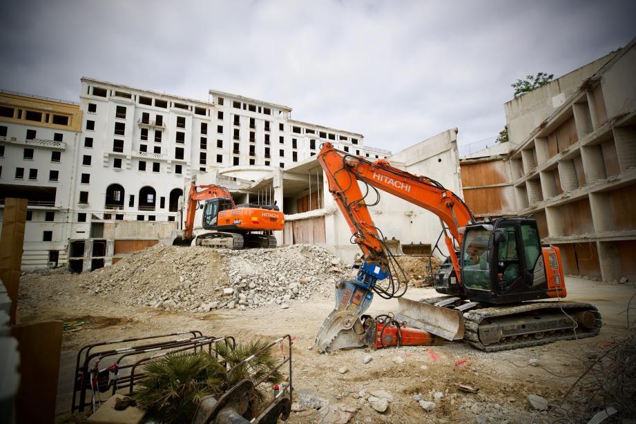Huit boutiques vont être créées à la place du parking actuellement en cours de démolition.