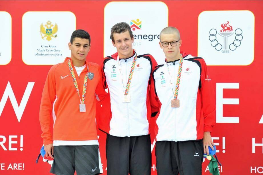 L'argent pour le nageur Adib Khalil sur le 400m nage libre.