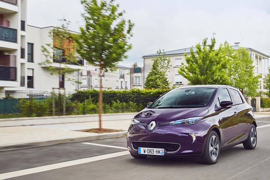 La société Vulog, fondée à Nice, signe un accord avec le Groupe Renault pour intégrer sa plateforme d'exploitation des flottes dès la sortie d'usine des ZOE électriques.
