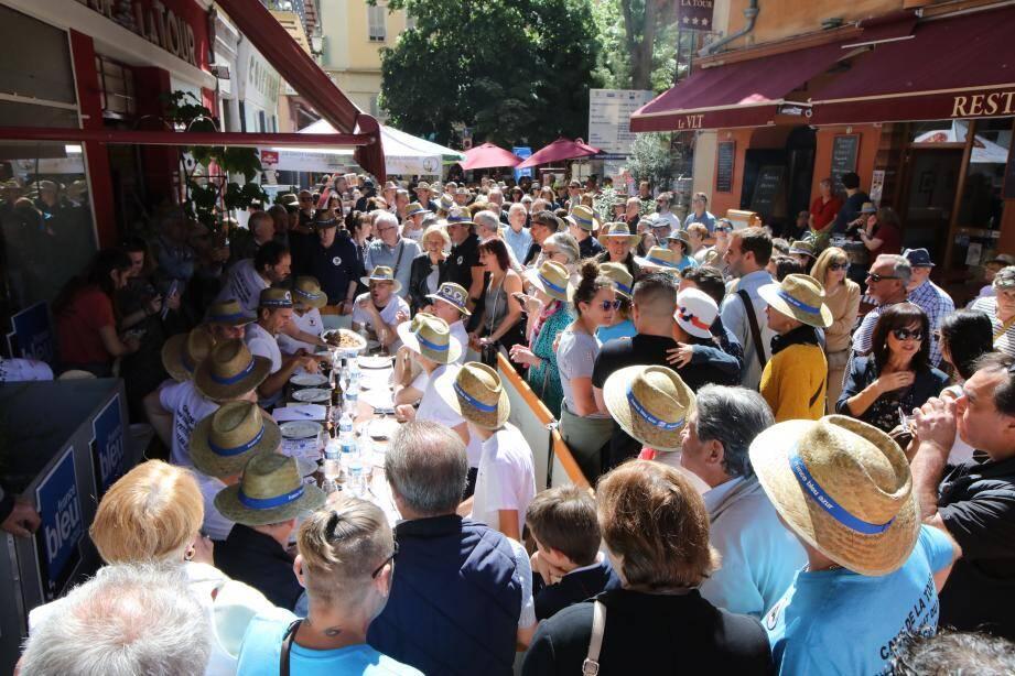 Il y avait foule ce dimanche matin dans les rues du Vieux-Nice.