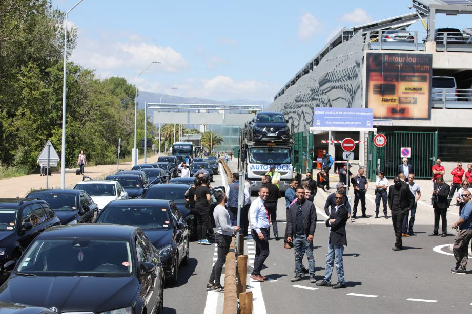 Les VTC bloquent l'aéroport de Nice.