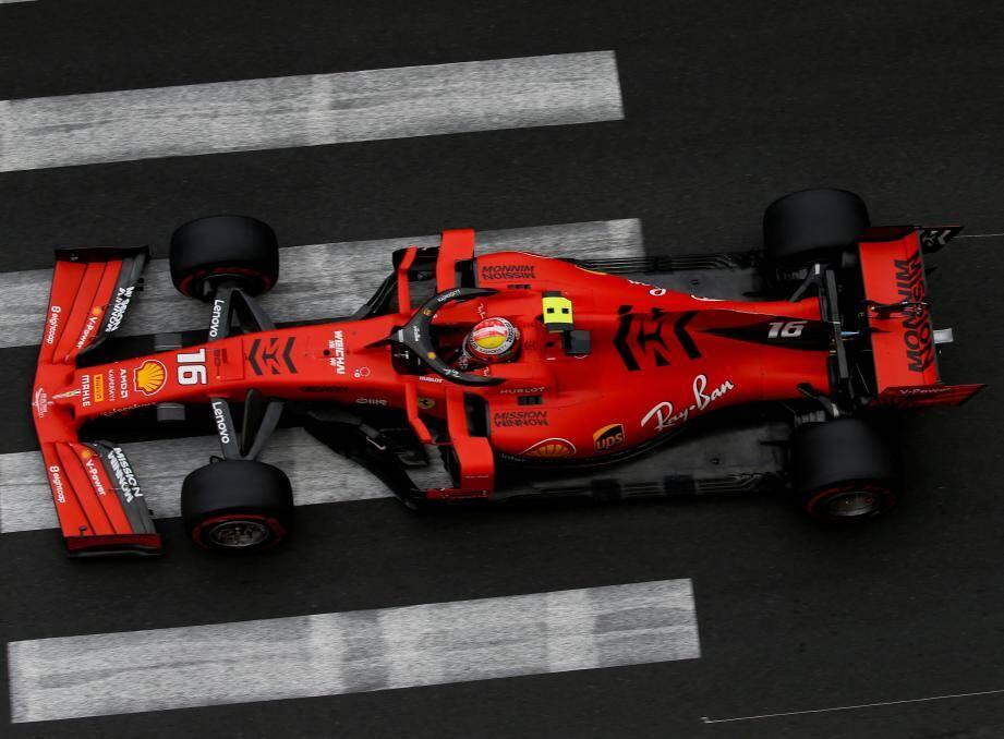 Charles Leclerc au volant de sa Ferrari pendant les qualifs du 77ème Grand Prix de Monaco