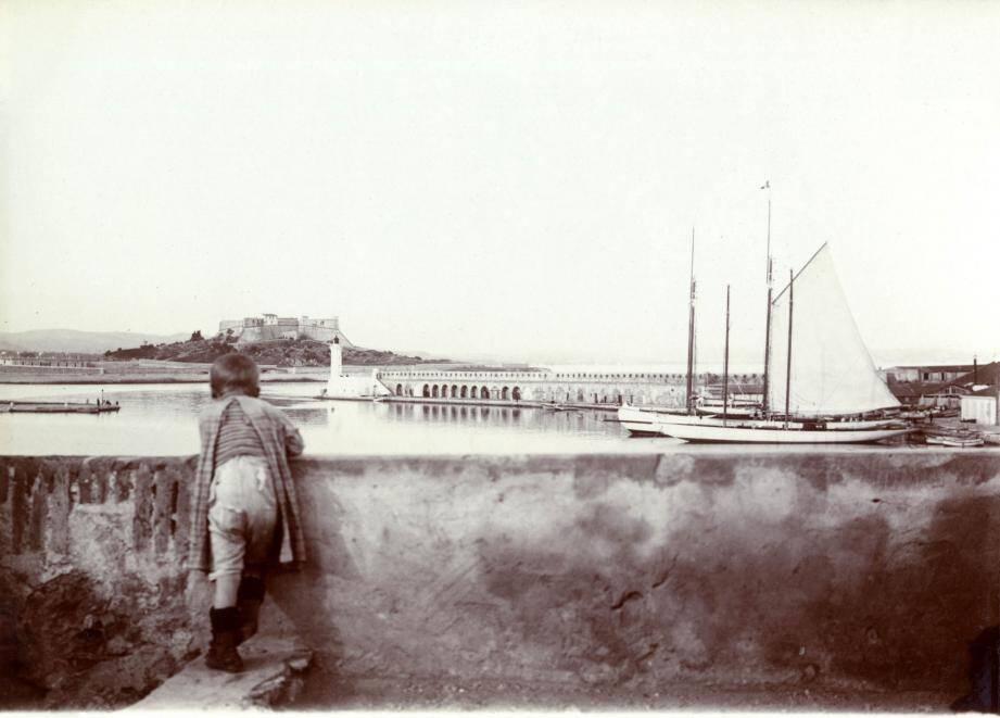 250 images anciennes et rares qui permettent de découvrir l'évolution de la cité des Remparts.