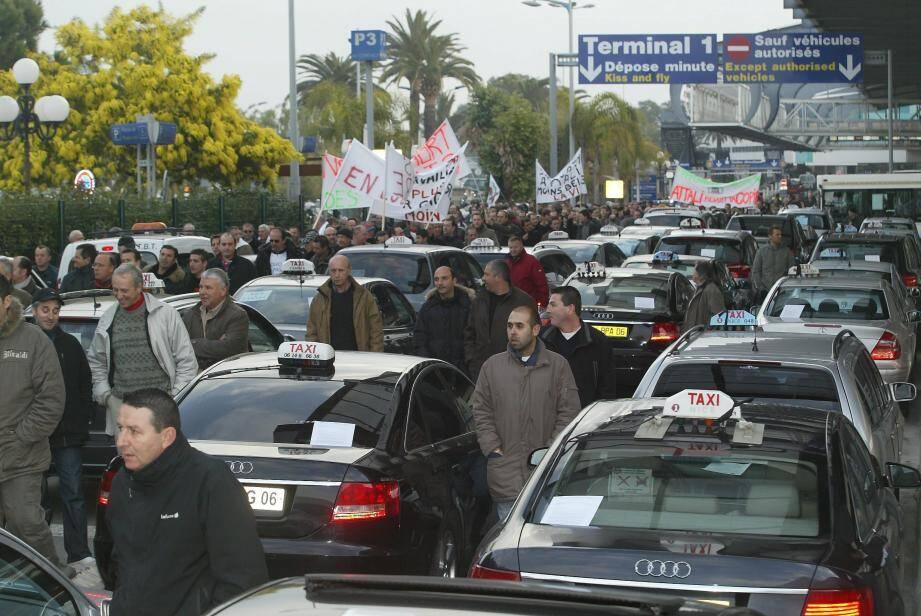 Les taxis en grève à l'aéroport de Nice