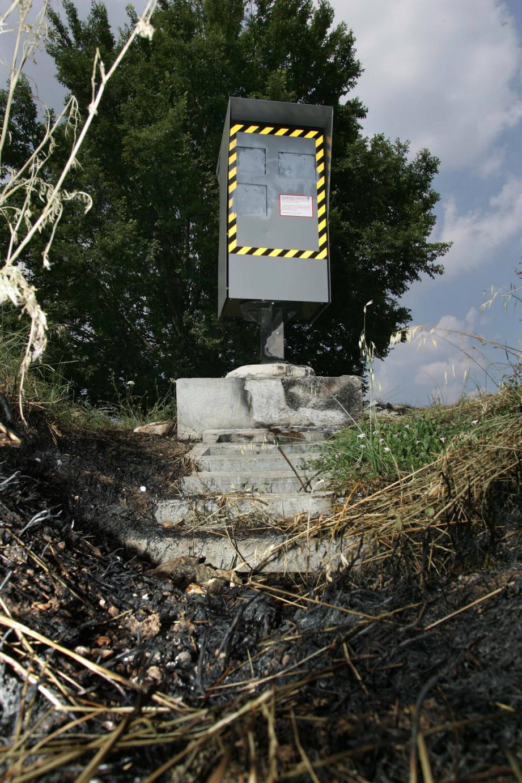 Les deux mis en examen sont soupçonnés de dégradations sur des équipements publics, des radars automatiques le long de l'autoroute A8 et la station-service de l'Hyper U aux Arcs.