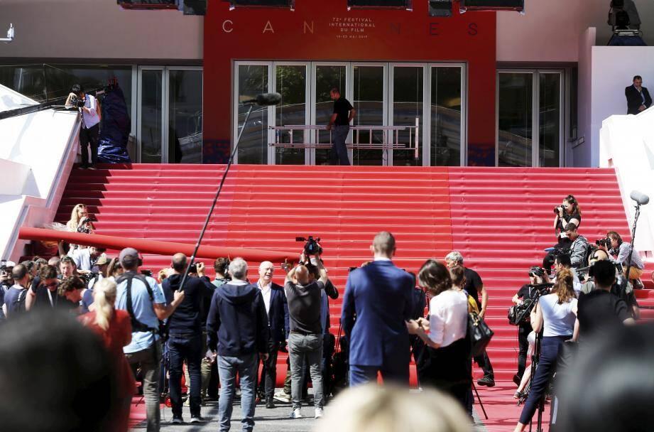 Une foule de journalistes s'est pressée devant les célèbres marches.
